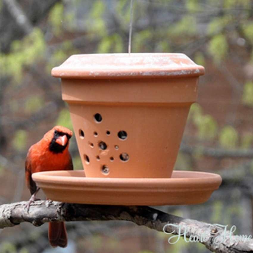 кормушка для птиц из цветочного горшка