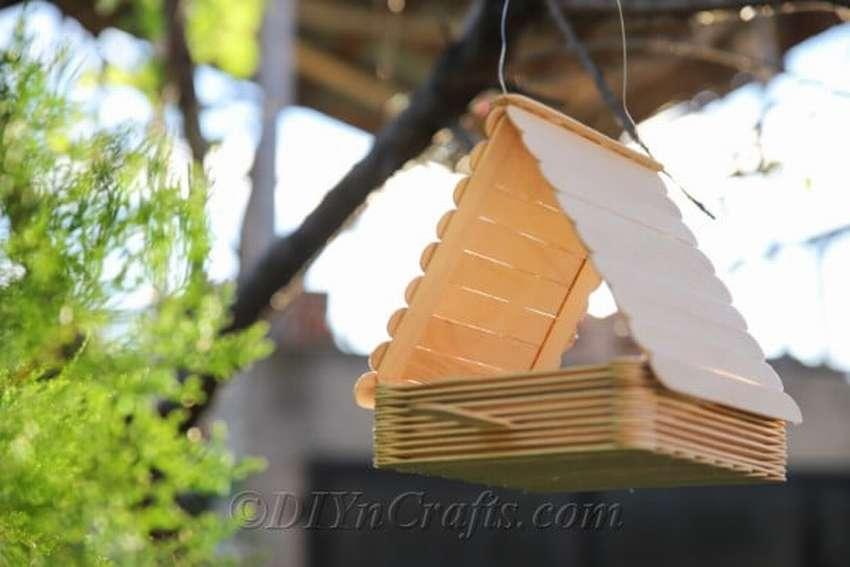 как сделать кормушку для птиц из палочек для мороженного