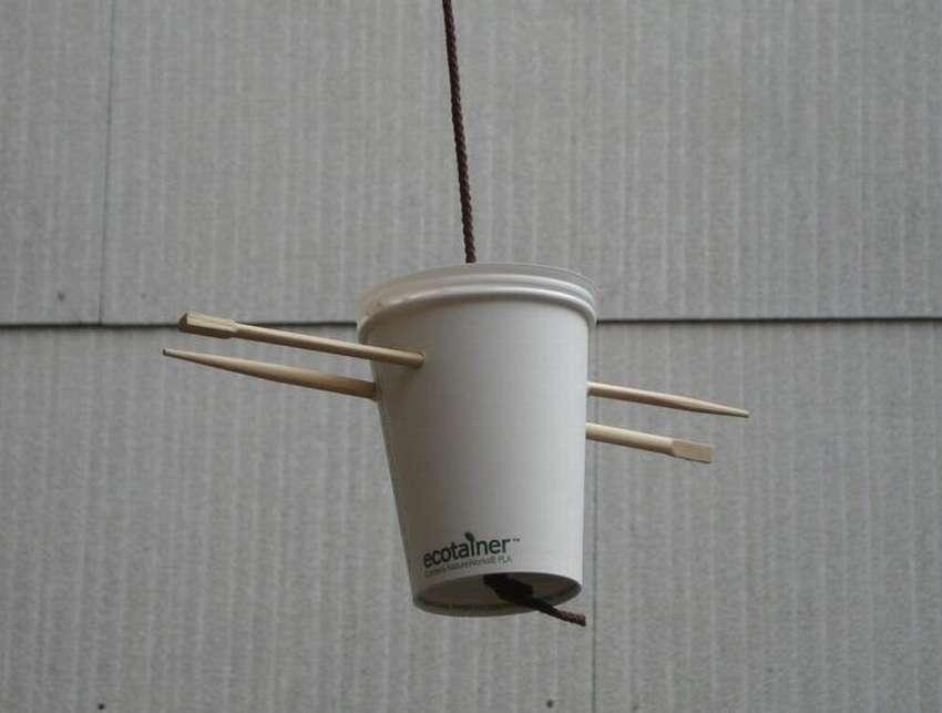 кормушки из кофейных чашек