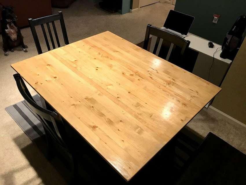 простой обеденный стол