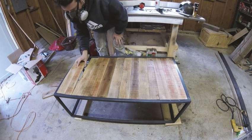 столик из профильной трубы и поддонов
